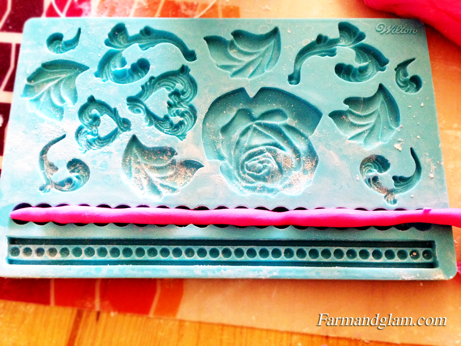 How to Decorate a Birthday Cake With Fondant (Easy Steps)